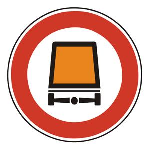 B21: Zákaz vjazdu vozidiel prepravujúcich nebezpečné veci