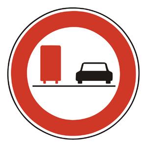 B30a: Zákaz predchádzania pre nákladné automobily