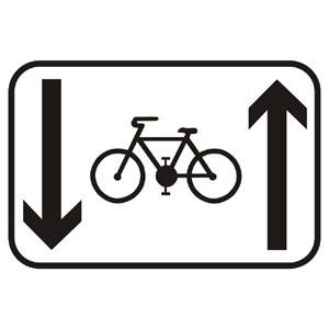 E16c: Jazda cyklistov v oboch smeroch povolená