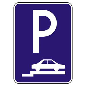 IP14a: Parkovisko (státie na chodníku kolmé alebo šikmé)