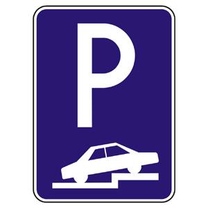 IP15a: Parkovisko (čiastočné státie na chodníku kolmé alebo šikmé)